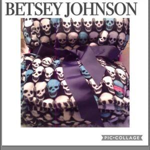 BETSEY JOHNSON SKULLS BLANKET SIZE 90X90